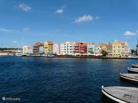 Handelskade in Willemstad and the famous Emma Bridge