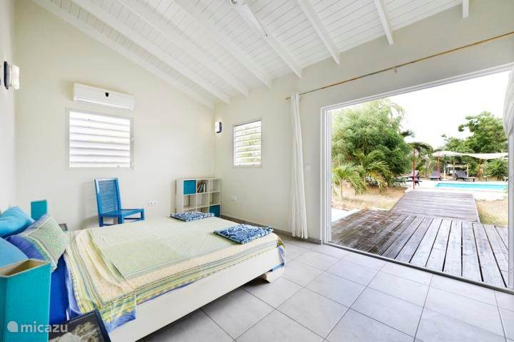Slaapkamer 1 met zicht nar de pool (Foto B. Gabriel, Remscheid)