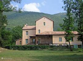 Villa d'Aulan. Holiday apartments with patio, picnic tables and beautiful views of Montbrun les Bains