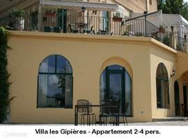 Apartment in Villa les Gipières, on the grounds of The chateau with swimming pool, tennis courts and jeux des-alley.