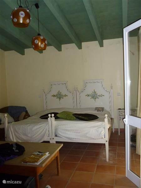 Hoofdslaapkamer met ensuite badkamer