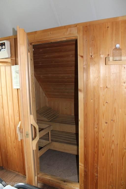 De sauna voor ongeveer 3 personen