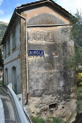 Ingang naar het dorp Airole