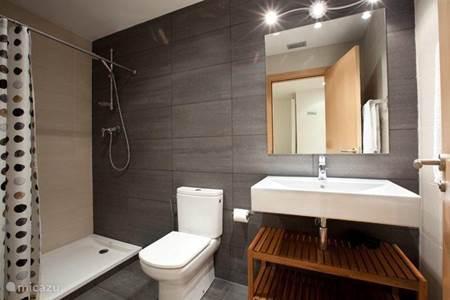 Vakantiehuis in barcelona barcelona spanje huren - Deco master suite met badkamer ...