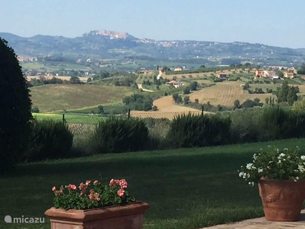uitzicht vanaf het terras op Montepulciano