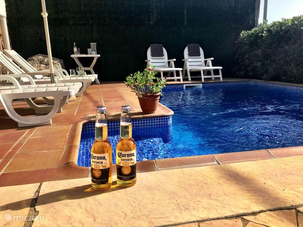 Villa Charlotte, eenvoudig maar wel met uw eigen privé zwembad en niet ver van het centrum en het strand.