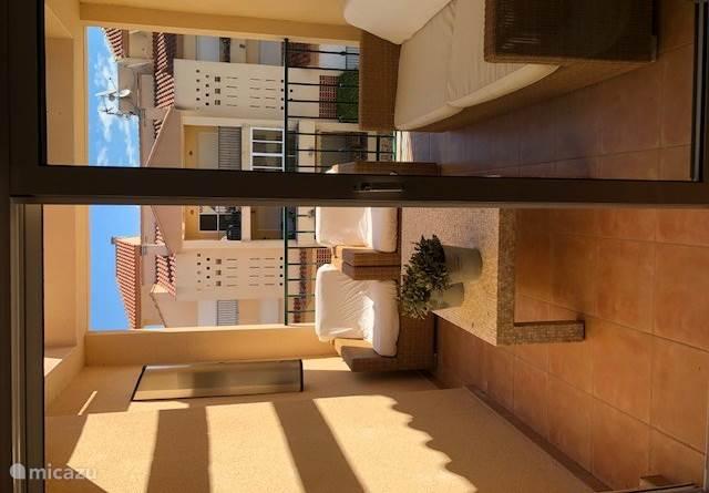 Balkon met comfortabele loungeset