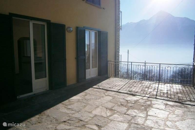 Vakantiehuis Italië, Comomeer, Gera Lario Appartement Casa Merlo, ruim terras, meerzicht