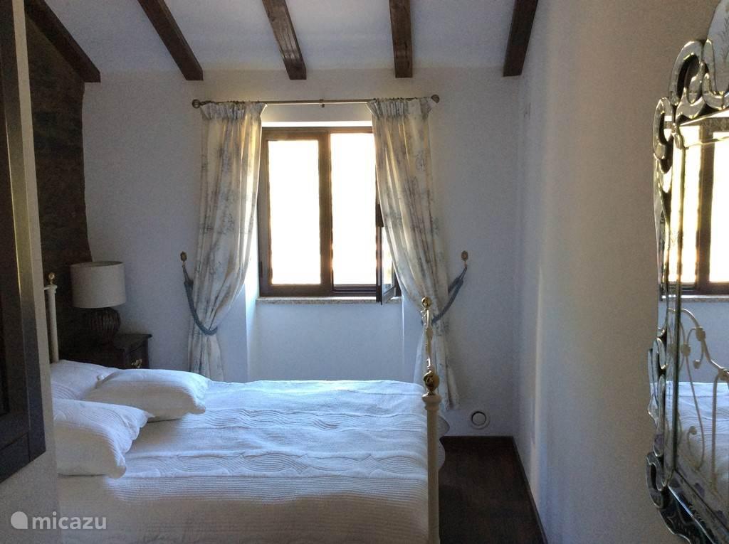 Eerste slaapkamer boven met 'double bed'