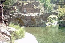 Openbare natuurlijke zwembad, ontzettend mooi gelegen.