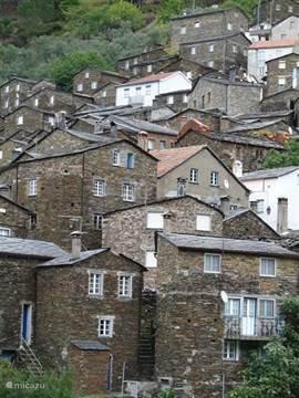 Piodão, dorpje vlakbij wat beschermd erfgoed is vanwege typische karakter (leisteen) en historie.