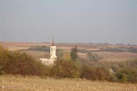 De dorpskerk tijdens de herfst