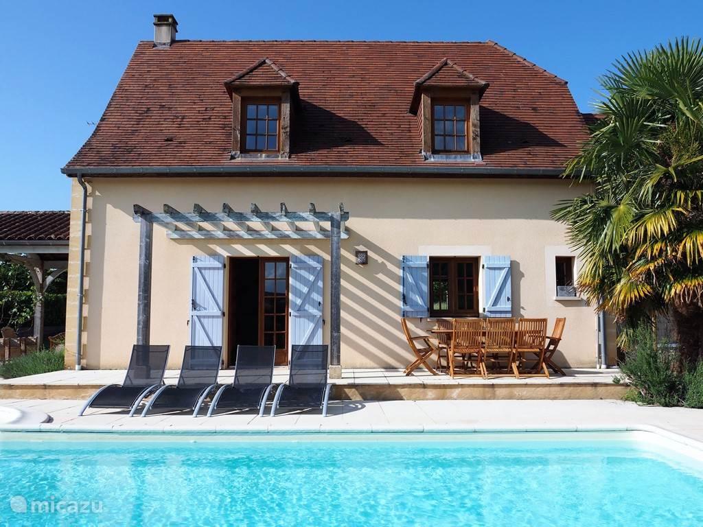 Vacation Rental France, Auvergne, Vézac Holiday House Edna ...