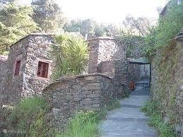 Schitterende leisteendorpen in de prachtige omgeving van de bergen van de Serra de Lousã, zeker n bezoek waard. Op slechts 20 minuten rijden van Casa de Cima.