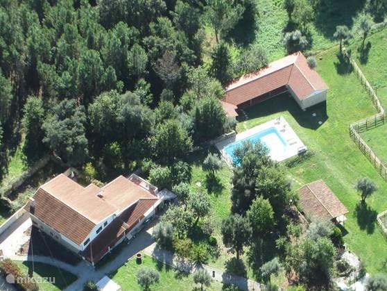 Quinta no Pinhal is een Turismo Rural. Fietsers en wandelaars kunnen hier een compleet verzorgde vakantie boeken of gebruik maken van de Bed en Breakfast op de foto rechts  in het chalet naast t zwembad gelegen- zwembad en grote overdekte buitenruimte staan tot uw beschikking. OOK BIKOTEL