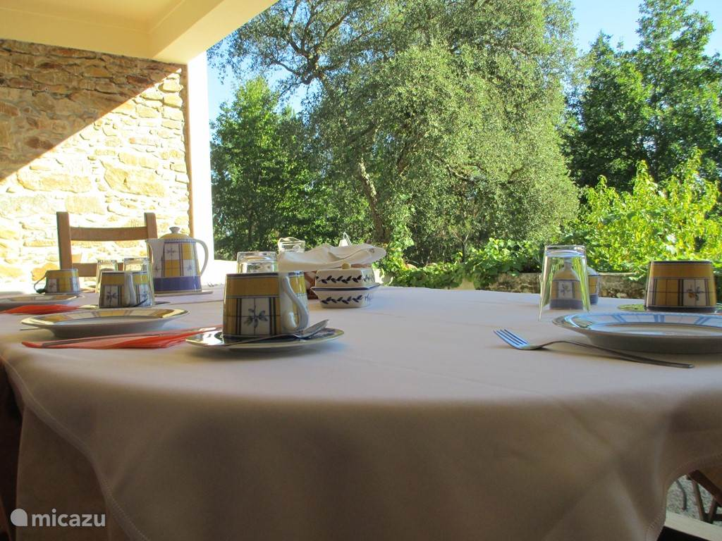 Ontbijt op de veranda van Quinta no Pinhal