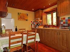 Casa El Almendro heeft een open keuken.