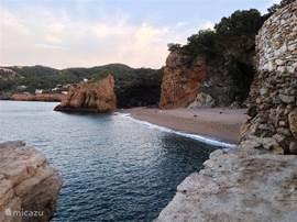 Ziet u zichzelf hier al aan deze schitterende baai bij Platja de Pals liggen?