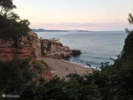 Langs deze baai in Platja de Pals, bevindt zich een mooie wandelroute langs meerdere baaien.