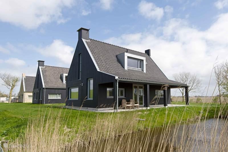 Rent a villa fiskershûs ien twa & trije in tzummarum, friesland ...