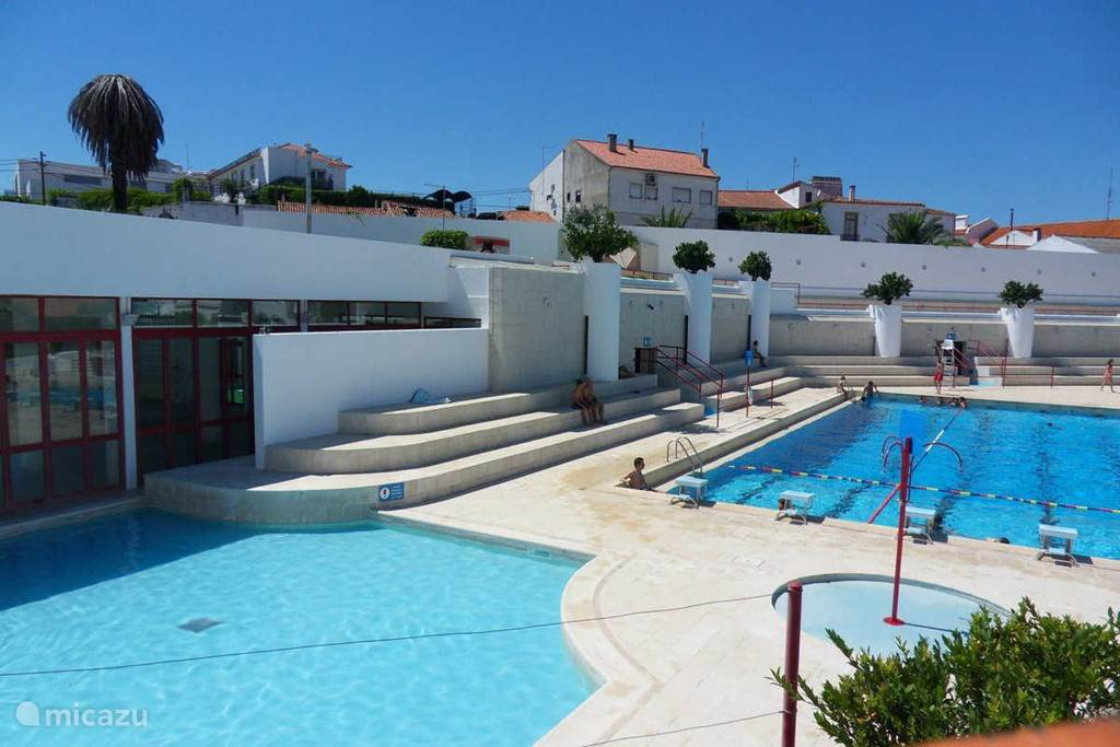 Zwembaden op slechts 10 minuten rijden van het huis. prijs tot 10 jaar gratis meer dan 10 jaar 2.20€
