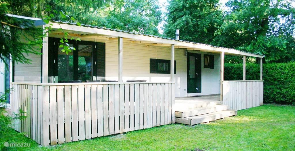 De voorkant van de bungalow