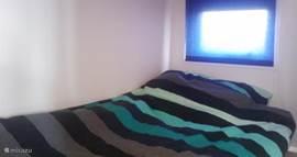 Slaapkamer 2; een van de bedden van het stapelbed.