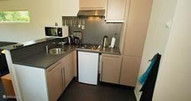 De keuken is zeer compleet uitgerust.