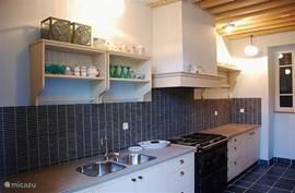Luxe keuken met alle apparatuur met als hoogtepunt ons aga fornuis