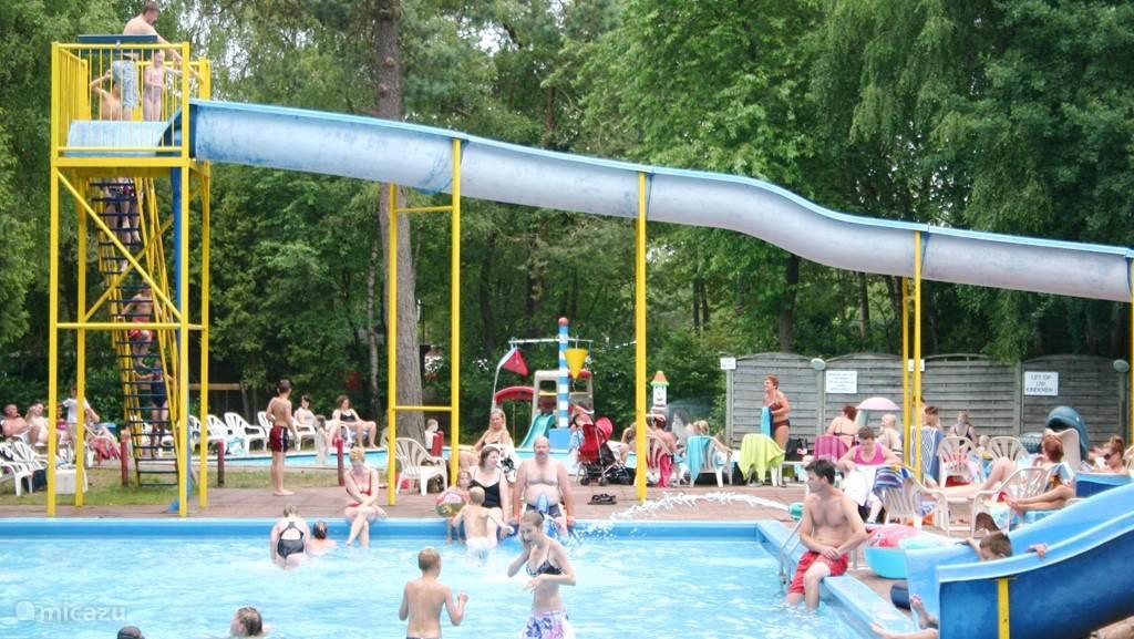 In dit zwembad kunnen de kinderen zich uren vermaken