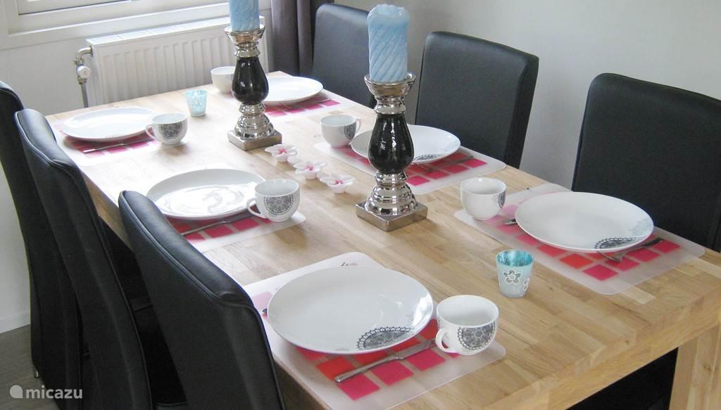 De ruimte eettafel is ideaal om met zijn allen aan te eten of een spelletje te spelen