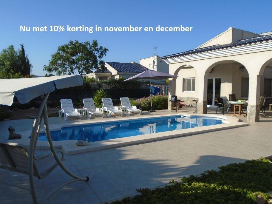 15% korting in de maand november op deze mooie riante villa. Deze villa is van alle gemakken voorzien. WIFI, Nederlandse zenders e.d.