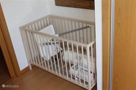 Babybed en konderstoel