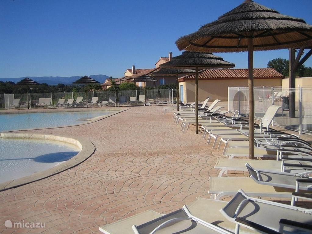 het algemene park zwembad met apart peutergedeelte