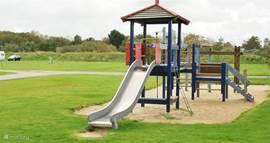 Op het park zijn diverse speeltuinen met voor ieder wat wils.