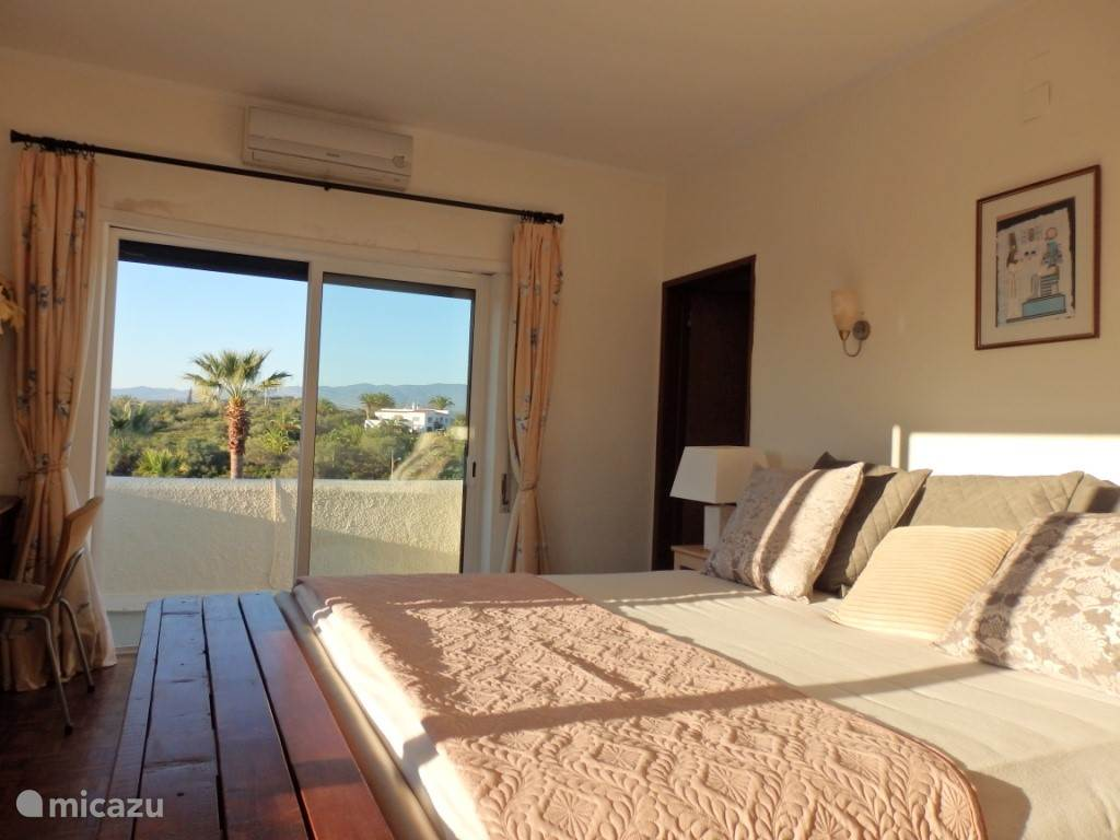 Slaapkamer met uitzicht op Monchique gebergte