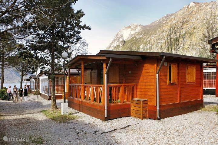 chalet chalet mieten am luganersee in porlezza. Black Bedroom Furniture Sets. Home Design Ideas