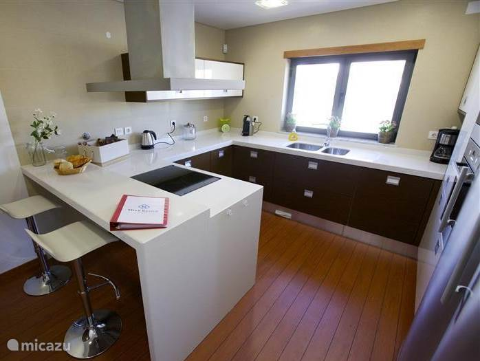 The kitchen is equipped with all necessary appliances and tableware. A 4-burner hob, large fridge, freezer and dishwasher. Prepare a delicious meal or a quick bite. The kitchen is equipped with an audio system in the ceiling to play your favorite music.