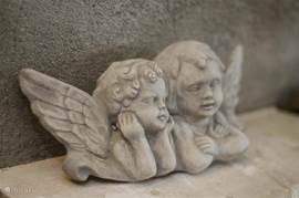 Onze engeltjes op de schoorsteenmantel.