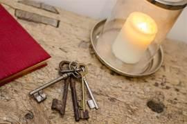 In de hal liggen nog de oude sleutels van de boerenhoeve die Solneige vroeger was.