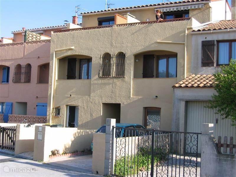 Vakantiehuis Frankrijk, Languedoc-Roussillon, Sainte-Marie-la-Mer Plage Appartement Studio met tuin aan Middellandse Zee