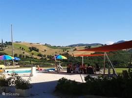 Casale Eline ligt op een heuvel met rondom prachtig uitzicht op de glooiende heuvels van de omgeving