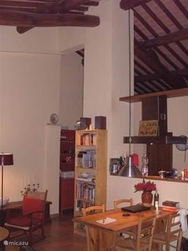 woonkamer met boekenkast/DVD's/spelletjes etc.