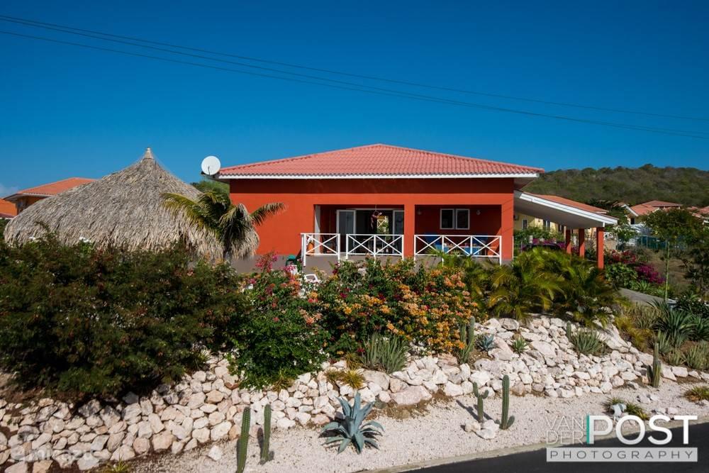 Luxe villa sono karibe met zwembad in fontein banda abou for Luxe villa met zwembad