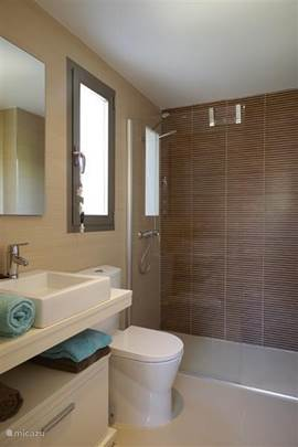 Badkamer grenzend aan ouder slaapkamer