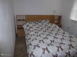 1 van de 2 slaapkamers