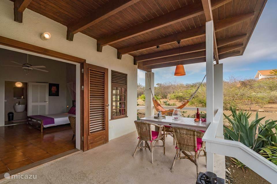 Rent Villa San Sebastian guesthouse in Sint Willibrordus, Banda Abou  (West)  | Micazu