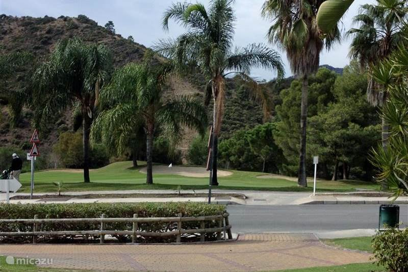 Vakantiehuis Spanje, Costa del Sol, Benahavis Penthouse Birdy-house op golfbaan
