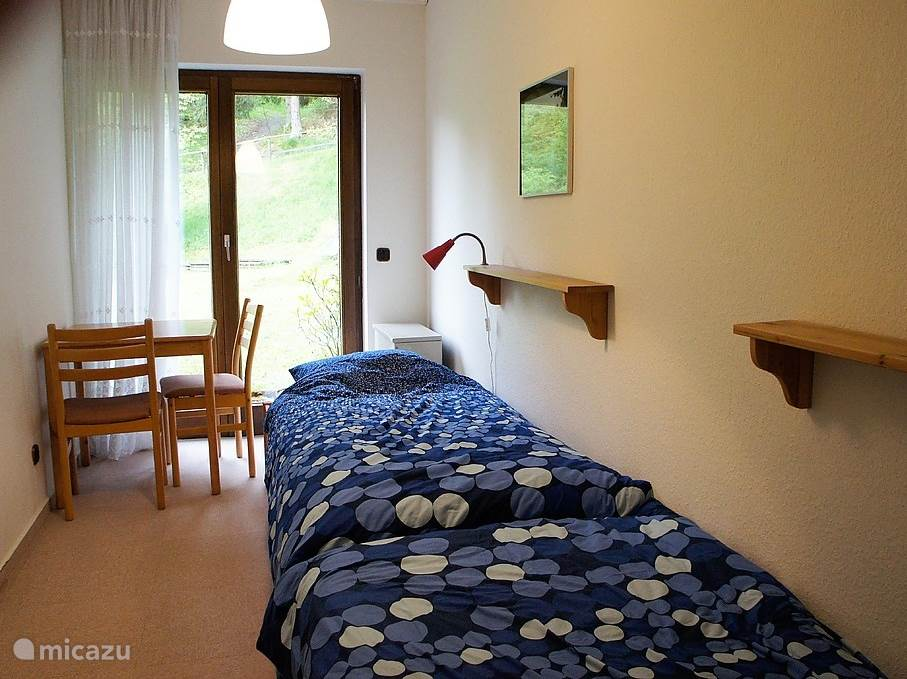 1 bedroom with two single beds