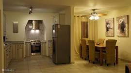Die Küche und das Esszimmer